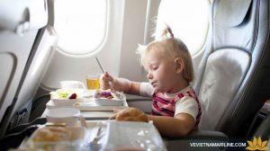 đồ ăn cho trẻ của VN AIR. taxi Nội Bài 0942668885